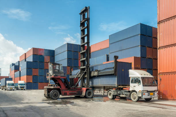 Why Safe Container Handling Is Important In Transport Business?